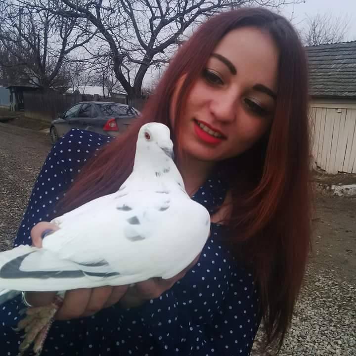 pigeons woman 044
