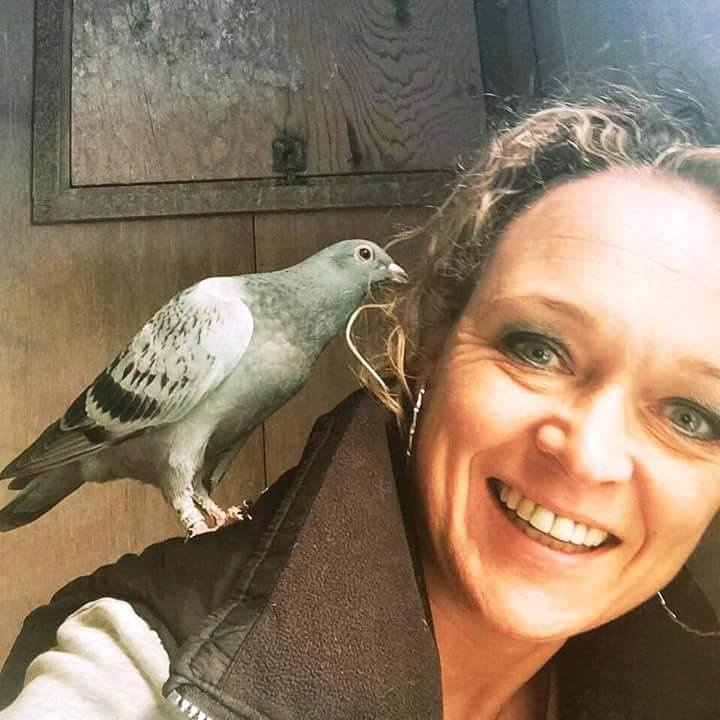 pigeons woman 065