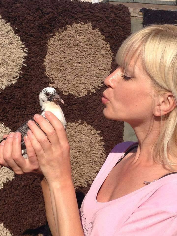 pigeons woman 087