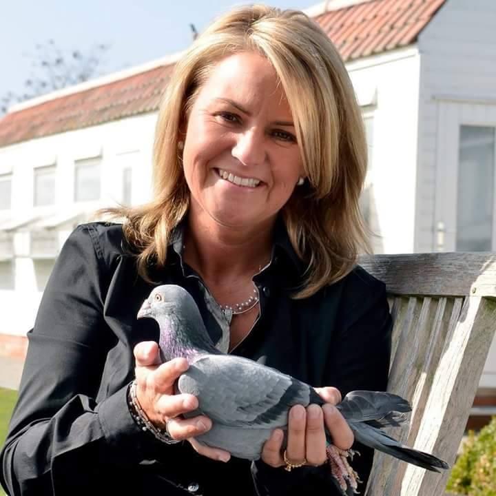 pigeons woman 097