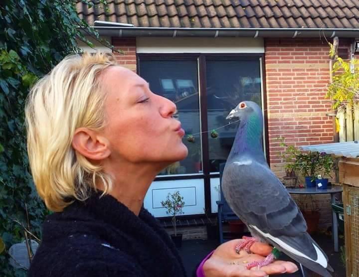 pigeons woman 019