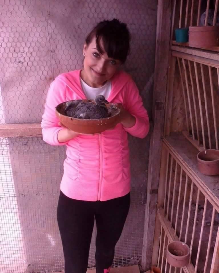 pigeons woman 032