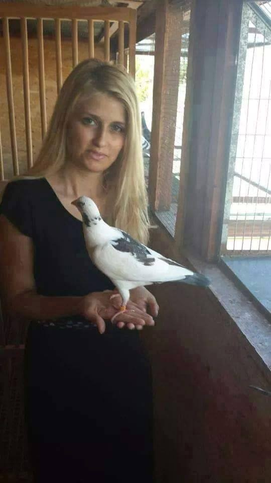 pigeons woman 091