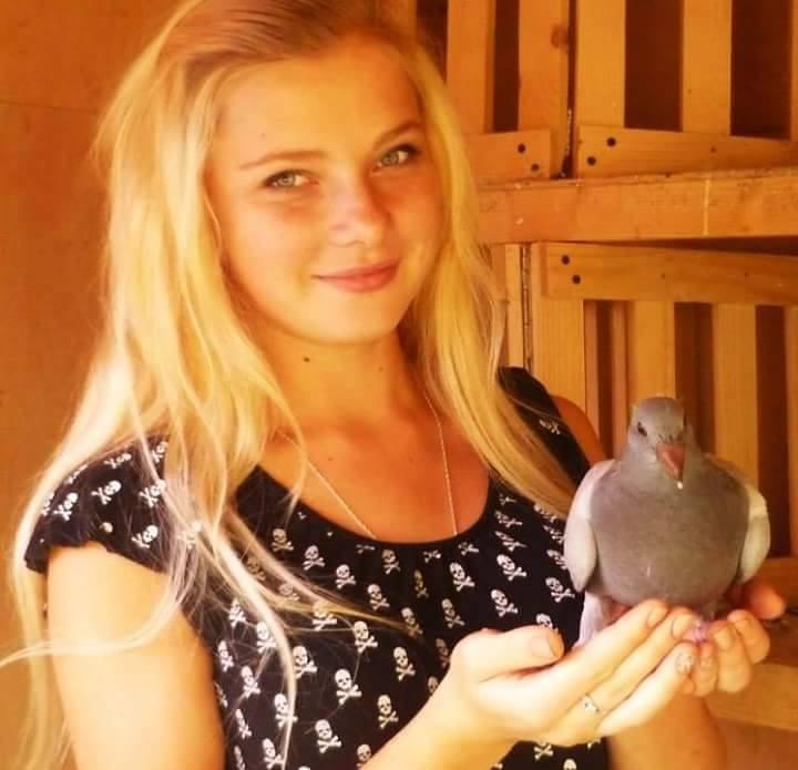 pigeons woman 093
